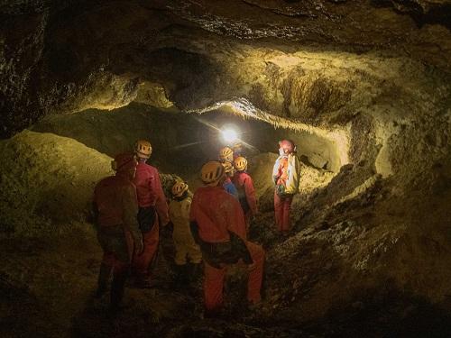 Spéléologues et acteurs de l'éducation nationale du Gers dans la grotte de Hontgrillon. Projets scolaires 32 - Sortie grotte de Hontgrillon